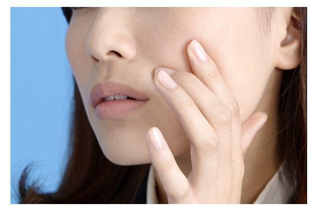 LINEで肌トラブルの相談が可能?皮膚科に行かなくても専門医のアドバイスが聞ける「LINEお肌の相談室」とは